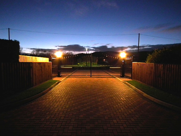 Entrance to Oakmere Lodge Park in the evening